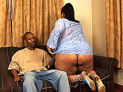 Soft and squishy black fatty opens her pussy for a drilling